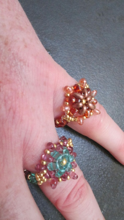 Taa daa. Here it is - flower rings. I can't help but be very pleased with myself.