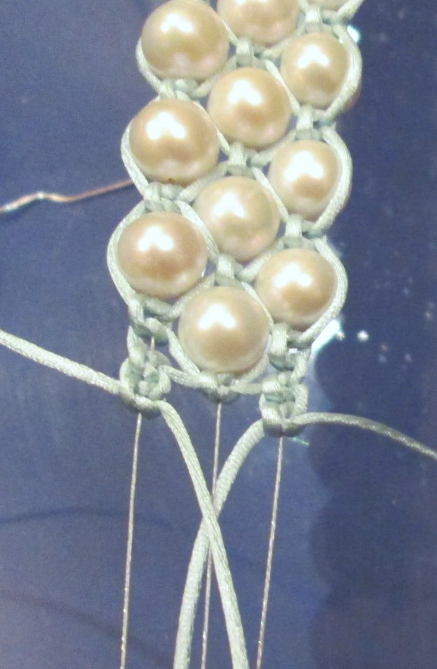 Finish with a middle bead. On each of the outside threads do 2 square knots as at the other end.